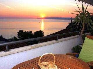 Modern Beach Apartm., amazing seaview, 300 m cente, Makarska