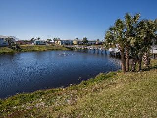 Great Location near the Beach! Affordable 2 bedroom 1 bath Condo, Destin