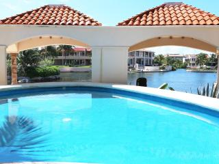 Condo Bellmare luxury B 2 Beb Room Sea View, Puerto Aventuras