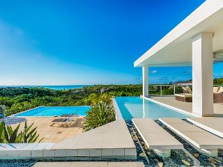 GRAND BLEU... the name says it all! Fabulous 4BR contemporary villa, walk to