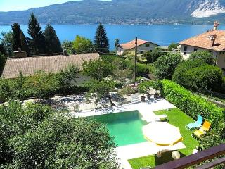 Rosa rossa apartment in Verbania Suna