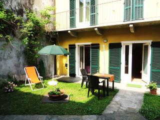Arancio Apartment in the centre of Verbania Intra with little garden