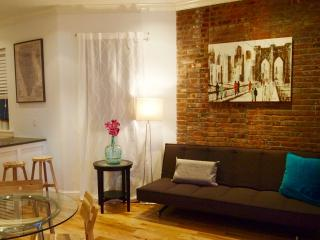 Amazing Soho location- 3 Bedroom/2 Bathroom apt. on lovely tree-lined street!