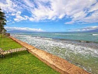 Oceanfront Complex + Corner with Private Garden Lanai + steps to Honokowai Beach