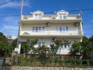 Seafront Apartment in Tisno A (2+1 Persons), Tijesno