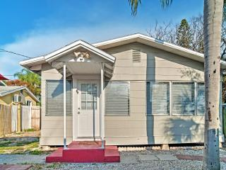 Quaint 2BR Treasure Island Cottage near Beach!