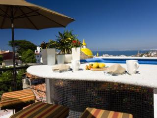 CASA ALEGRE - 2 king bedrooms.  Private pool., Puerto Vallarta