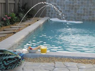 2B/1B Pool outside your door. Walk to shops/dining, Wilton Manors