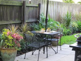 1B/1B Fenced yard for Fido. Walk to shops/dining, Wilton Manors