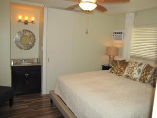 Five Wilton Flats - 2 Bedroom Apartment - Shared Pool - JFH 90653, Fort Lauderdale