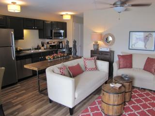SEVEN WILTON FLATS - 1BED/1BATH with shared pool, Fort Lauderdale