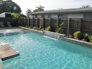 SIX WILTON FLATS - Charming studio with pool
