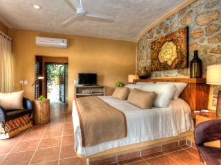 EL PESCADOR - Spacious studio with pool and views, Sayulita