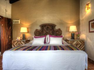 LA PANGA - Studio with a king and a twin bed, pool, Sayulita
