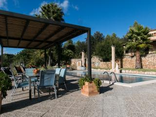 Cozy country house with pool and sleeps up to 10 people in Sineu, perfect for family holidays or friends. - HM010CCO