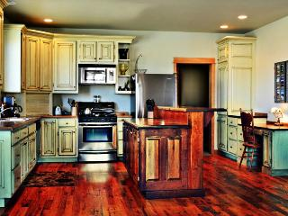 ***Top Reviewed Bozeman Vacation Home***  5 Minutes from Downtown!