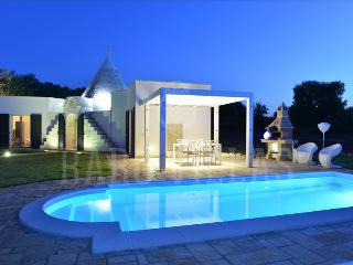 Trullo Ramachandra, self catering with sea view in Puglia | Raro Villas, Carovigno