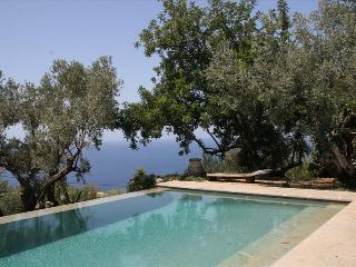 Es Rebollo- Beautifully restored farmhouse with swimming pool and sea view in Deia, Deià