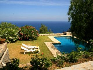 La Guardia – Fantastic, Majorcan villa in Lluc Alcari with a wonderful sea view, Deià