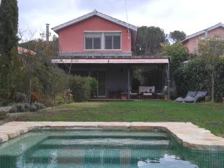 Vista de la casa desde la piscina.