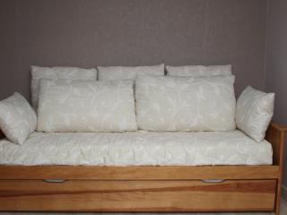 Canapé lit gigogne : - couchage pour 2 personnes en 160 cm ou 2 lits 1 personne