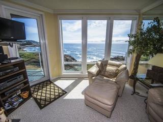 The Lighthouse, 2 Bedroom **SPECIALS**, Depoe Bay