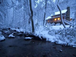 Sleepy Creek-Antique Log Cabin/Creek/Near Boone (Fleetwood)