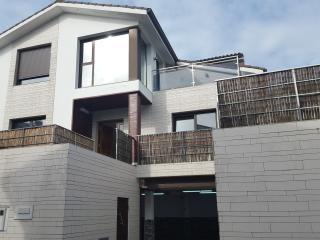 Casa de diseño  con vistas  al mar., Sada