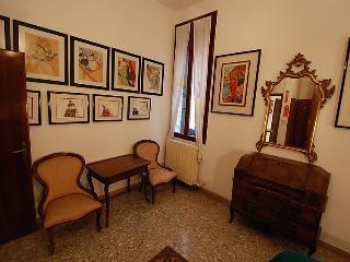 Book Instantly! Campo Santa Maria Formosa, Venice