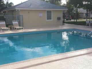 Waterfront Home 10 mins from the beach
