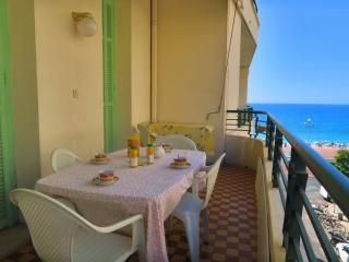 Ashley&Parker -  CAPITOLE VUE MER - Family apartment in the center with terrace