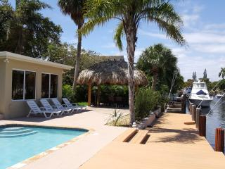 Waterfront Villa, Heated Pool, Private Dock, New TikiHut, Pompano Beach