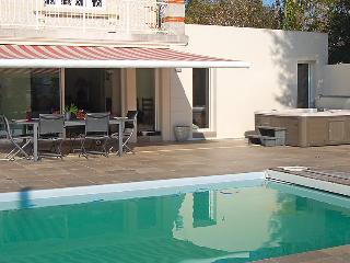 4 bedroom Villa in Royan, Poitou Charentes, France : ref 2097397, Pontaillac