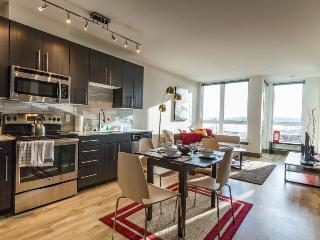Modern dog-friendly condo right in the middle of Belltown!, Seattle