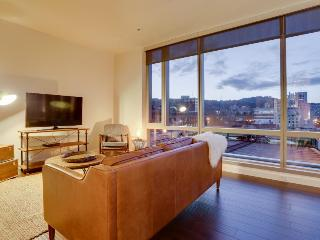 Luxury downtown dog-friendly condo w/ West Hills views!, Portland