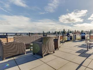 Bright, dog-friendly, waterfront condo in the Green Lake neighborhood, Seattle