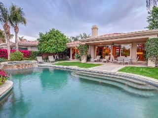 Luxury home with private pool, hot tub, & golf on-site!, La Quinta