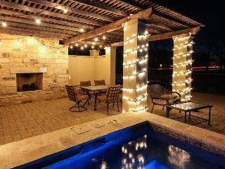 Book all 8 suites w/ pool, hot tub & outdoor fireplace!, Fredericksburg