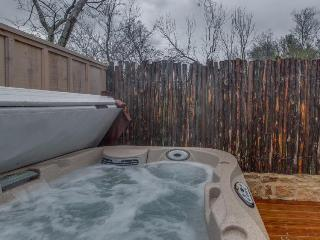 Romantic cottage w/private hot tub and gas fireplace for two!