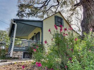 Charming historic cottage close to the heart of Fredericksburg, Luckenbach