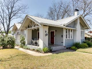 Historic craftsman, walk to wineries & downtown, Luckenbach