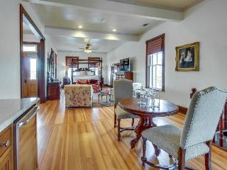 Beautiful romantic & historic suite right in downtown!, Luckenbach