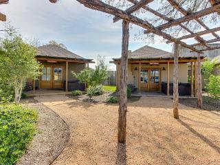 Dog-friendly home w/ a private hot tub, a fireplace, & more!, Luckenbach