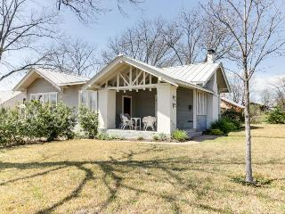 Cozy retreat in the heart of Fredericksburg - two homes perfect for large groups