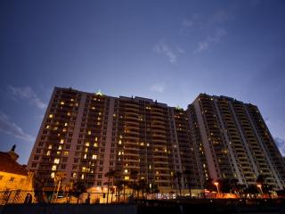 BeachFront HighRise 4 min from Lagoon Waterpark,w/ Direct beach access & 4 pools