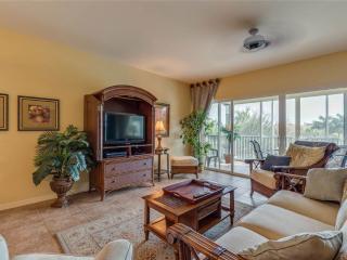 Bella Lago 531, 3 Bedrooms, Elevator, Heated Pool, Tennis, Gym, Sleeps 6, Fort Myers Beach