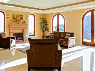 Beautiful 5 Bedroom Hollywood Hills Estate, Los Ángeles
