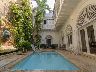 Cozy 3 Bedroom Home in Old Town, Cartagena