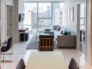 Sleek 2 Bedroom Apartment in Downtown L.A., Los Angeles