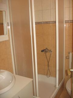 A2(2): bathroom with toilet